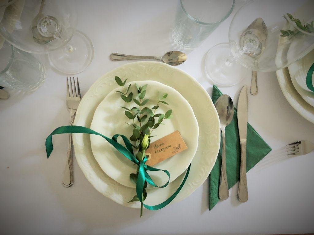 nakrycie stołu kwiaty ślub wesele